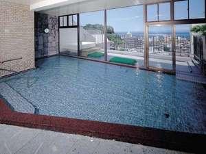 大浴場からは伊東の街並みと、相模湾を見下ろせます。