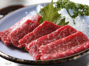 旅館 焼乃湯(やけのゆ):新鮮な飛騨牛を刺身でお召し上がりください(一例)