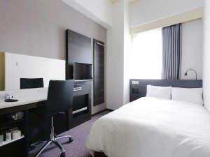 アレーホテル広島並木通(旧ホテルかめまん):コンフォートセミダブルルーム。サータ社製のポケットコイルベッド使用