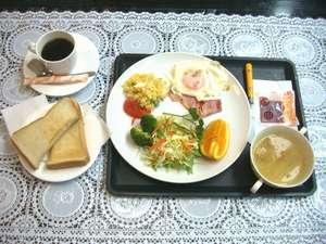 バジェットホテル博多南:朝食(洋食)パン御代わり可能お飲み物はコーヒー、紅茶、日本茶をご自由にいただけます