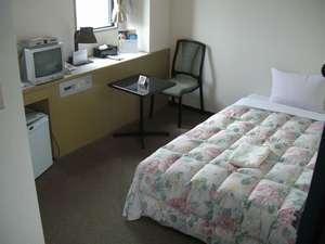 バジェットホテル博多南:(シングル)広さ12㎡でベッド120x200と安眠に最適な寝心lをお保証します