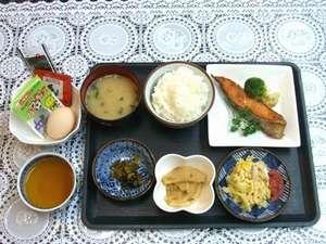 バジェットホテル博多南:朝食(和食)納豆やのりもついてご飯のお代わりもできます