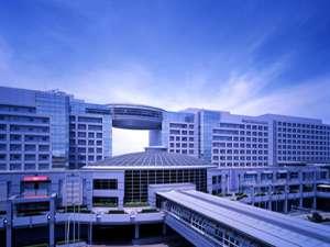ホテル日航関西空港:駅と空港ターミナルビルに直結しています。