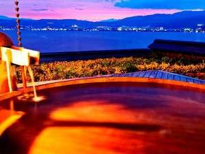 双泉の宿 朱白(すはく):大浴場『湖眺(こちょう)の湯』 露天(白の泉)からの夕景