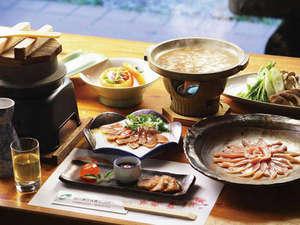 成川渓谷休養センター:【ご夕食例】新鮮なとれたての川魚や山菜を材料にしたふる里料理。