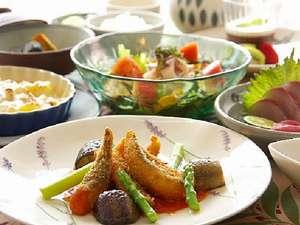 ペンションししくい:地元でとれた新鮮な魚や野菜を使用したご夕食例(大人様)