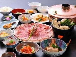 丸山温泉 古城館:当館名物♪越後もち豚しゃぶしゃぶ食べ放題付の夕食の一例