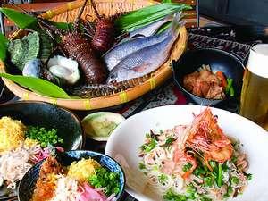 奄美リゾート ばしゃ山村:レストラン『AMAネシア』新鮮な海の幸と郷土料理、本場黒糖焼酎をお楽しみ下さい。ホール席は終日禁煙。