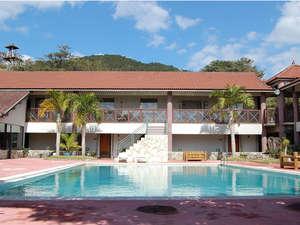 奄美リゾート ばしゃ山村:本館にはプール、大浴場、コインランドリーなどがあり、東館やコテージにお泊りの方もご利用いただけます。