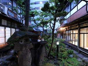 和風旅館 鹿島本館:和の情緒がたっぷりの中庭