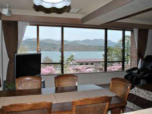 ファーストポリス山中湖:301号室写真-窓に向かって
