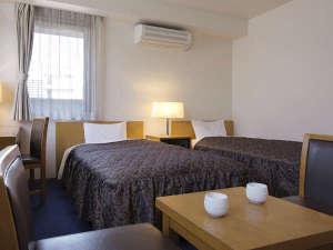 三恵シティホテル八王子:【ツインルームスーペリア】全室羽毛布団を使用。最高の寝心地をお約束いたします。