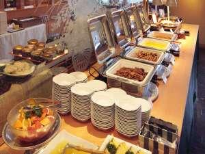 <<朝食バイキング>>60種類以上のメニューを取り揃えた、和洋ビュッフェスタイル。