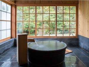 山みず木別邸 深山山荘:A1浴室一例窓を開ければ開放的な半露天風呂に