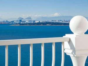 東京ベイ舞浜ホテル クラブリゾート:◇海側に面した客室のバルコニーからは、ベイエリアの景色が一望できます。(写真はイメージ)