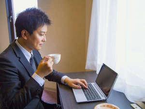 西明石リンカーンホテル:全客室≪無料Wi-Fi&有線LAN≫設置♪出張先でもお仕事可能!!24時間対応のフロントもご活用ください