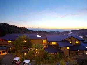 旅館 山翠:湯処が点在するアプローチからはこんな絶景が愉しめる!
