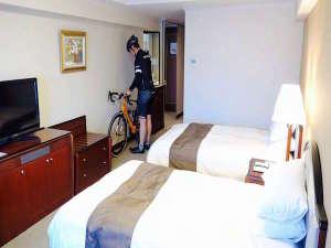 今治国際ホテル:お部屋に自転車入れ込みが可能。