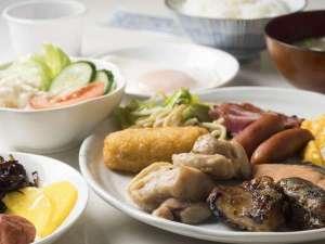 ホテルやまこ:道産米ななつぼし使用。お好きな物をお召し上がりください。