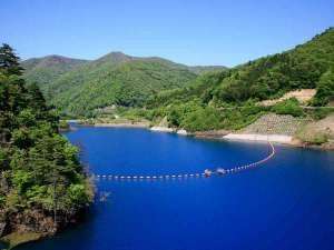 【奥四万湖】四万ブルーの水色が美しい湖