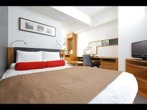 ホテルマイステイズ蒲田:【スタンダードダブル】WiFi完備、15㎡、140cm幅のダブルベッド