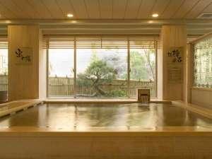 ♪総檜風呂。天然のヒノキ材を贅沢に使った癒しの湯。