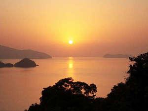 笠戸島ハイツ:*【夕陽】水平線の向こうに沈む夕陽…美しい風景をお楽しみ下さい。