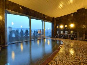 ホテルサンリゾート庄内:≪遊楽源泉≫海底1525mからくみ上げる自家源泉。空の色に合わせて変化する絶景の海を眺めながら♪
