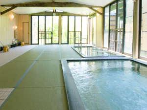 東尋坊温泉 三国観光ホテル:【和畳の湯】一面に畳を敷き詰めた当館自慢のお風呂です。広々とした畳の上でゆっくりリラックス♪