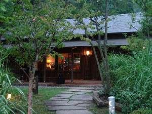 かみのやま温泉 名月荘:<談話室>お散歩にお出かけ下さい