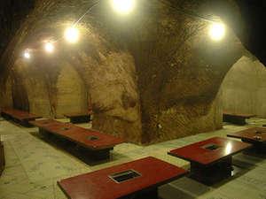 磨洞温泉 涼風荘:【地底の楽園】洞窟座敷は、年中18度~23度のエコ天然空調