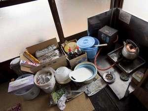 千二百年の湯めぐり 大沢温泉 賢治ゆかりの自炊部「湯治屋」 :ガス付のお部屋、これぞ自炊風景