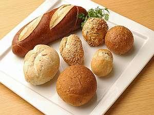 ペットと泊まれるコテージ 塩原グリーンビレッジ:朝食はパンをご用意。焼き立てをどうぞ!