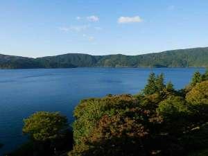 小田急山のホテル:山のホテルの目前にひろがる芦ノ湖