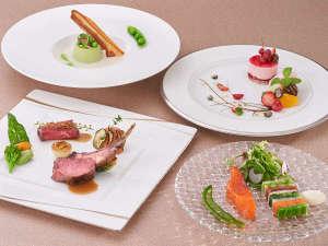 小田急山のホテル:伝統的な技法で季節の食材を仕上げる、フレンチディナー、魚介や野菜、香ばしい肉料理をお愉しみください