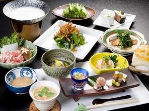 野沢温泉村の小さな料理民宿 畔上館:豆乳しゃぶしゃぶやきのこスープのパイ包み、手作りデザートまで(一例)