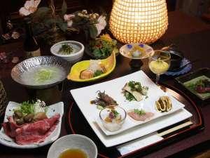 野沢温泉村の小さな料理民宿 畔上館:季節の食材を使用したおもてなし料理の一例。