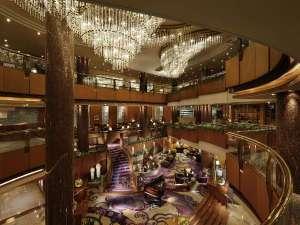 横浜ベイシェラトンホテル&タワーズ:横浜西口すぐ目の前の世界ブランドホテル、横浜ベイシェラトンのロビー。