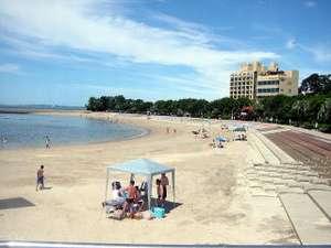 民宿オサキ:海水浴シーズン到来の吉良ワイキキビーチ。徒歩1分。