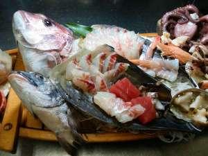 民宿オサキ:新鮮な海の幸が満載の舟盛り