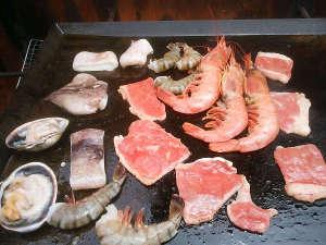 民宿オサキ: ≪お肉と海鮮のBBQ≫お腹いっぱいで大満足☆