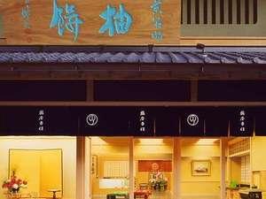 プチホテル京都:鶴屋吉信本店 ホテル向かい レディースプランご利用で2F茶室にて和菓子セットをお召し上がり下さい