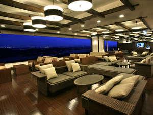 筑波山ホテル青木屋:【ロビー】関東平野を一望できるロビーは夜になるとバー... 【ロビー】関東平