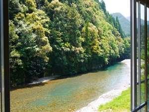 山水館 川湯 きのくに:熊野川の支流『大塔川』を眺めながら、ゆっくり寛げるお部屋