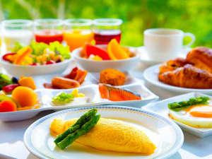 ニセコノーザンリゾート・アンヌプリ:ふわとろオムレツに焼きたてパン…人気の【朝食ビュッフェ】はオープンキッチンで<出来立て>をお届け♪