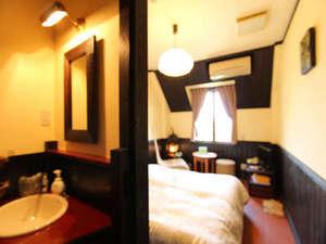 松島プチホテル びすとろアバロン:松島湾から昇る朝陽に満たされるオーシャンビューダブルルーム