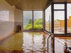 フォレストリゾート 箱根森のせせらぎ:温泉に浸かりながら、ゆっくりとした時間の流れに癒されてください。