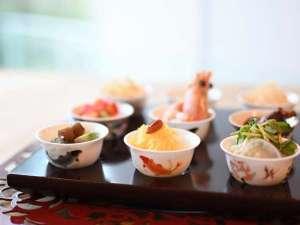 女性のための宿 翠蝶館:美と健康を育む食材選びからこだわり、 目にも鮮やかなコース料理をお作りいたします