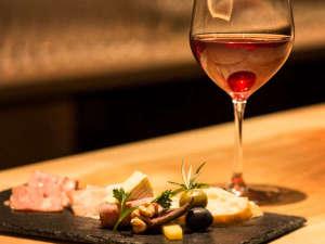 ラフォーレ倶楽部 ホテル白馬八方:ご夕食はLAVAROCK(溶岩焼)の『本格グリル料理』を各種ワインとともにお愉しみください☆