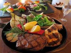 コートヤード・バイ・マリオット 白馬:溶岩石で焼く『本格グリル』夕食イメージ
